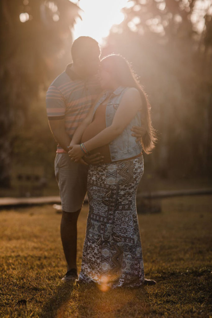 Man en zwangere vrouw samen
